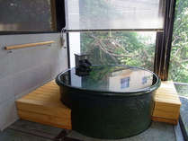 男性大浴場「夫楽湯」サウナの後は壷の水風呂をご利用下さい。