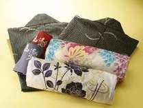 女性のお客様は、お好みの色浴衣をお選び下さいませ。