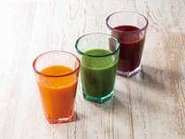 手軽に野菜と果物の栄養をチャージ。冷たく美味しい3種類ののスムージです。