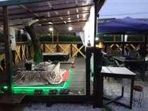 BBQスペース!雨天、屋根、カーテン完備!温かい掘りこたつ囲炉裏! 1部屋4名様迄¥1000