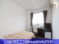 【シングル・ルーム】お部屋もベッドも広いですよ♪インターネット接続OK♪
