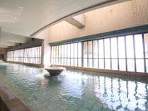 *【温泉大浴場】広い大浴場からは、ガラス越しに太平洋が広がります♪