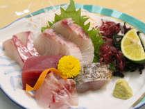 *【夕食】目の前が海ならではの新鮮海の幸♪旬の魚をご用意いたします