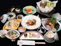 *【夕食(一例)】地元漁港で獲れた海の幸や、徳島グルメをお召し上がりくださいませ