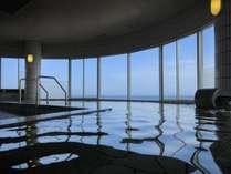 海の見える大浴場は15時からご利用いただけます。