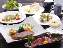 お夕食の一例。オーナーシェフが一品一品丁寧に創り、自慢のお料理です。和洋折衷。