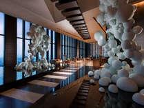 コンラッド大阪では風や光などの自然現象をインテリアデザインに取り入れています。