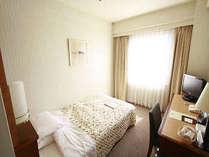 シングルルーム~大きな窓から日差しさしこむ朝~