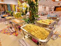 *お夕食一例(本館バイキング)/地元の沖縄料理がズラリ!お好きなものをご自由にお召し上がり下さい。