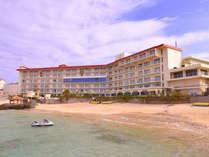 *美しく広がるオーシャンビュー。恩納村有数のプライベートビーチでプレミアムな時をご堪能下さい。