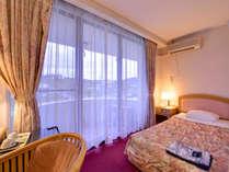 *洋室(客室一例)一人旅やビジネスにピッタリの客室。もちろんオーシャンビュー!