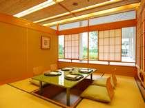 日本料理宝ヶ池では、中庭を望む個室もご用意しております。