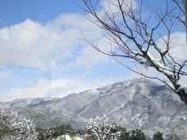 【比叡山】雪化粧の冬の比叡山。ホテルの敷地や一部客室からもご覧いただけます。
