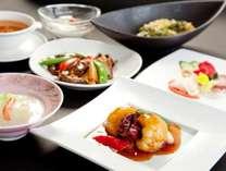 旬の食材を使用し、趣向を凝らした料理長オリジナルの中国料理。