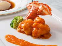 選びぬかれた素材を生かした名菜の数々。京都らしいアレンジを施した中国料理をお楽しみいただけます。