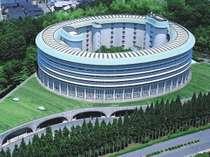 円形の建物は20世紀を代表する建築家村野藤吾氏の設計。真ん中は中庭になっています。