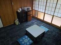 8畳1間になります。防炎純たんが敷いてあります。布団はお客様ご自身で敷いてご利用下さい。