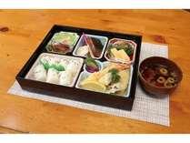 【平日限定】 夕食付きプラン ~夕食はお弁当!スカイロッジオリジナルタオル&サービス朝食付き~