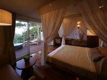 Side-villa Room。【離れ】夜だけでなく昼間もテラスからの景色をご堪能できます。