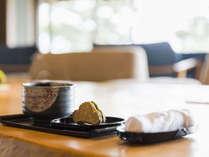 ■若松オリジナル銘菓「松のみどり」でお出迎え