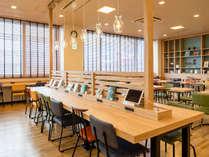 【ライブラリーカフェ】ぜひ様々なデザインのチェアから、お気に入りをお探しください♪