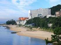 目の前は海!館内からももちろん絶景の三河湾を眺められます♪吉良ワイキキビーチは徒歩5分★