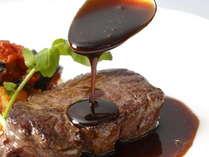 地元ブランド牛「田原牛」を使用したステーキ