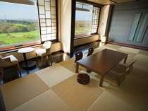 デラックスルーム【和室】 心地よい畳の香りと窓の外に広がる豊かな自然のパノラマ