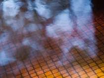 有名なモール温泉と近い泉質でお肌にしっとり優しく茶褐色のお湯が特徴です