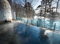 雪景色を眺めながらゆっくり湯浴みを