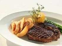 地元の新鮮食材を活かしたバラエティー豊かな料理をカジュアルにお楽しみください