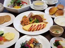 【朝食】バラエティー豊かなメニューを、ブッフェスタイルでお召し上がりください。