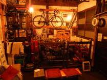 隣接するガレージ。喫煙&飲食ができます。また自転車&オートバイの簡単な整備も可能です。