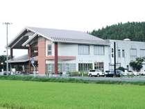 *外観/秋田空港から車で約20分!のどかな田園風景の中に佇む温泉自慢の公共の宿。