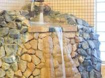 *男性用大浴場一例/成分が濃いと評判の温泉を源泉かけ流ししております。