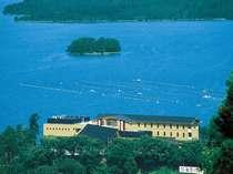 能登島をはじめ、七尾湾に浮かぶ島々がすぐ先に