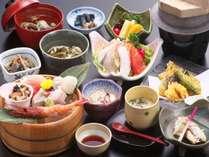 能登の里海の幸をメインに季節の旬の料理を加えて少量づつ彩りよく盛りつけた会席です。