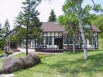 爽やかな風が吹く、高原の優雅なプチホテル