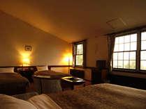 八ヶ岳を望むファミリータイプの洋室です。ご家族、グループでおくつろぎ下さい。