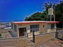 ビーチも近く、時間帯によって様々な雰囲気がでる人気の外人住宅です。
