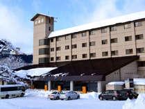かまくらが出来るほどの雪が降り積もり冬のプラザホテル山麓荘