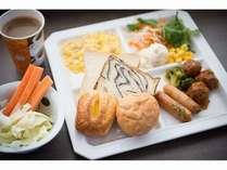 パンとサラダ朝食!おいしいですヨ☆彡