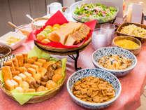無料の健康朝食ビュッフェスタイルでお好きなだけお召し上がりくださいませ♪