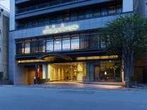 【外観】夕方の三井ガーデンホテル京都四条です