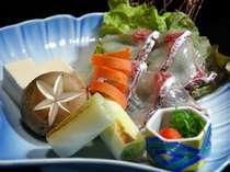 *【料理一例】薄造りの鯛をしゃぶしゃぶで堪能