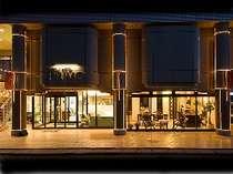 宵どきの外観です。イルミネーションでお客様をご案内致します。