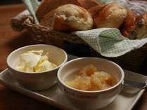 朝食の手作りパンが大人気!
