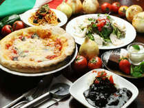 【夕食の一例】石窯で焼いた手作りピザや、トマトと赤牛のハヤシライスなど特製イタリアンディナー。