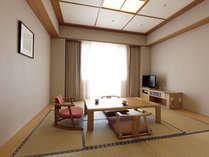 8畳の和室は畳のにおいが薫る落ち着いた雰囲気で、リピーターの方が多くいらっしゃいます。