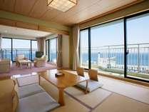 和洋室からの眺望(一例)海の絶景をお楽しみいただける広い客室です。